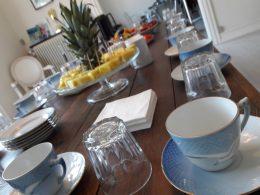 Nudgingteori læres hos Brave. Gode beslutninger kommer af god kaffe og et stykke frugt. Kom på nudgingkursus hos Brave. Se mere på www.nudging.nu