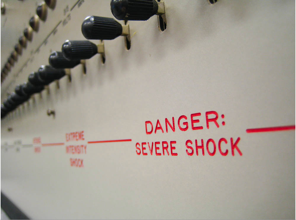 Standley Milgram lavede experimenter på mennesker - det er baggrundsforståelse for hvordan vi kan nudge mennesker
