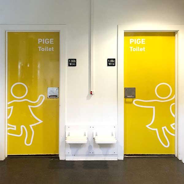 Eksempel på adfærdsdesign af Brave – Skoletoiletter