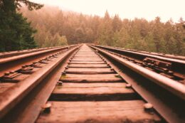 Derfor er du mere bange for at tage toget end bilen. Nudging, adfærdsdesign. Kursus. brave. Foredrag. Nudgingforedrag